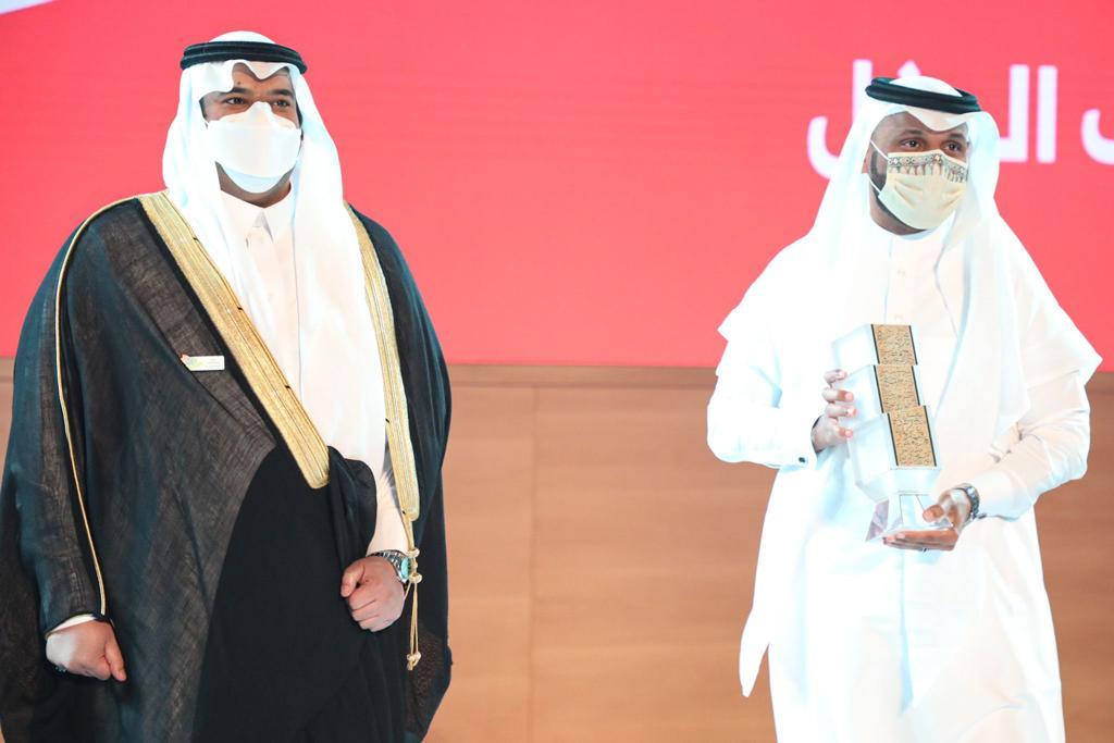 تكريم أكاديمية الشعر العربي للمدير العام للأكاديمية د.منصور الحارثي من أمير منطقة الرياض بالنيابة